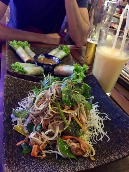 Kambodscha - Banana-Flower Salat und Fresh Spring Rolls
