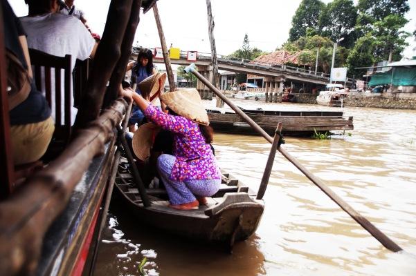 Vietnam, Ho Chi Minh City - Umstieg in kleinere Boote bei unserer Mekong Delta Tour