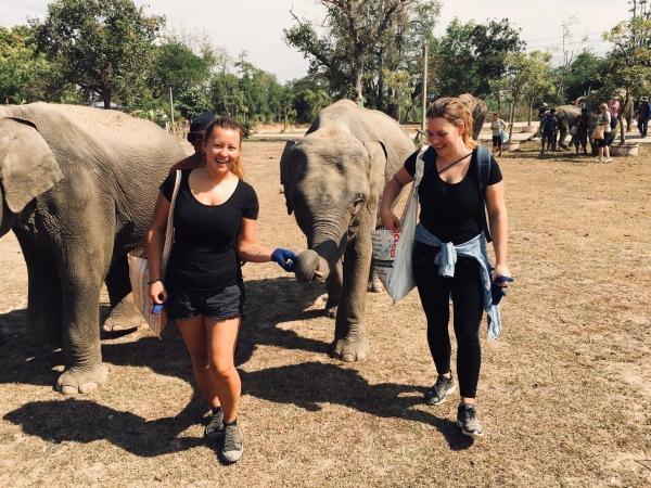 Thailand, Surin - Conny und ihre Schwester im Elephant Nature Park