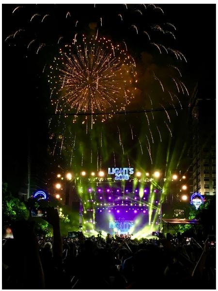 Vietnam, Ho Chi Minh CIty - Feuerwerk auf dem Times Square