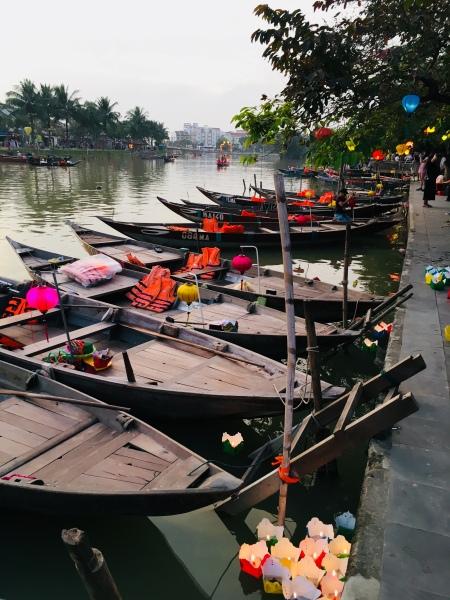 Vietnam, Hoi An - Bootsanleger und Lichter